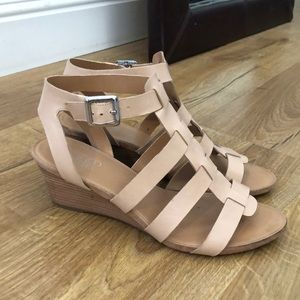 Nude small wedge sandals!